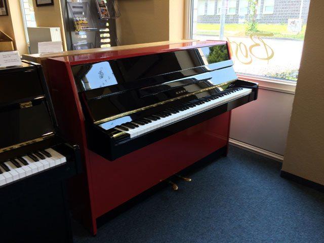 Klavier mit neuer Folierung